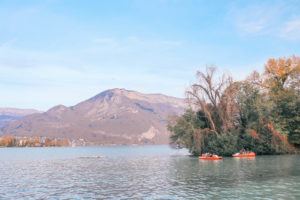 Guide to the charming fairy tale town of Annecy, France: the best things to do including taking a boat on Lake Annecy