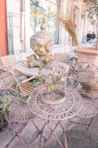 The antique market in Isle Sur La Sorgue. Where to stay in Provence