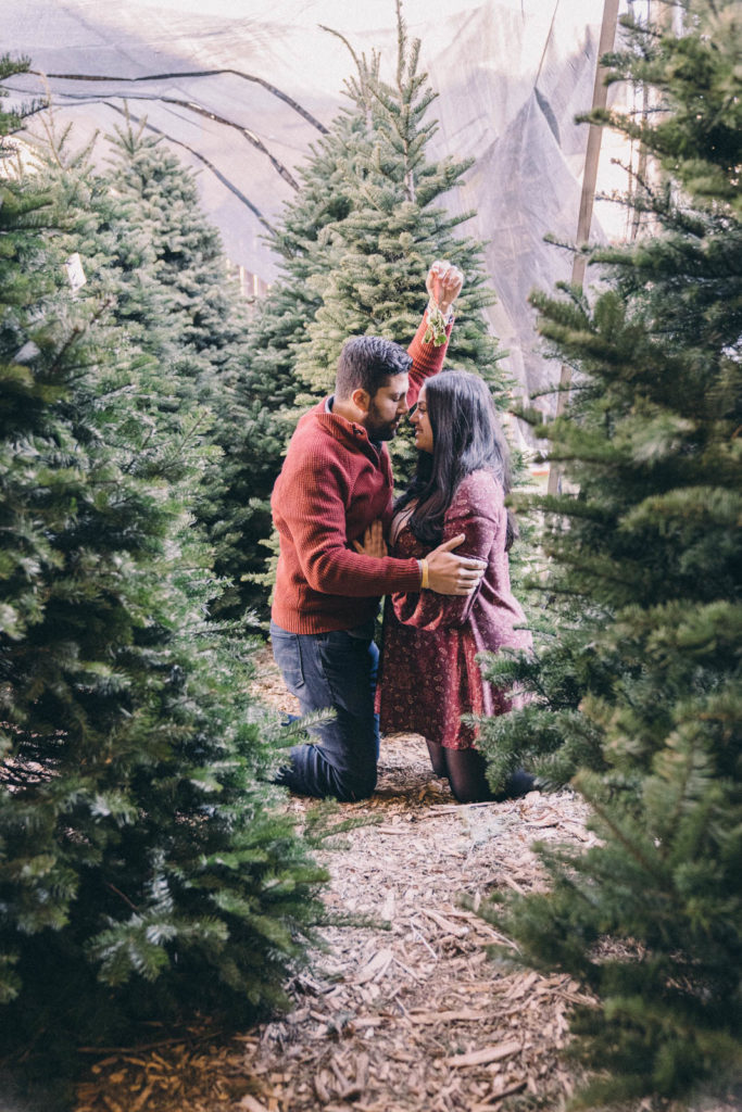Cute holiday pose ideas for couples
